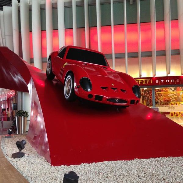 Foto tomada en Ferrari World Abu Dhabi por Marina B. el 5/3/2013