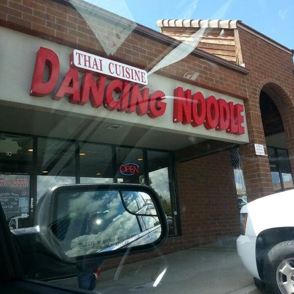 Foto tirada no(a) Dancing Noodle por 🎀 em 8/13/2013