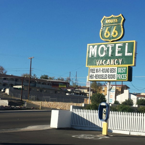 A vintage Route 66 experience at a budget motel price.