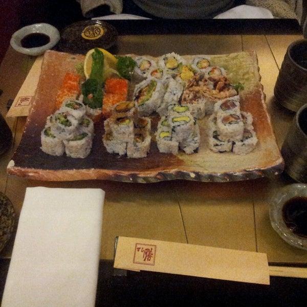 Photo prise au Sushi Zen par mike larry draw le3/25/2013