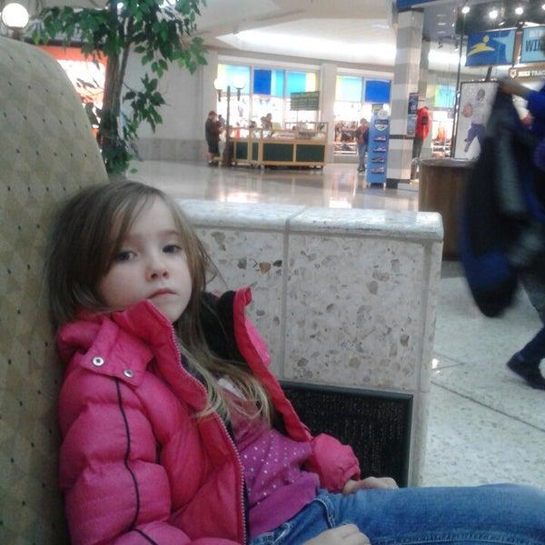 2/17/2013에 Marie J.님이 Governor's Square Mall에서 찍은 사진