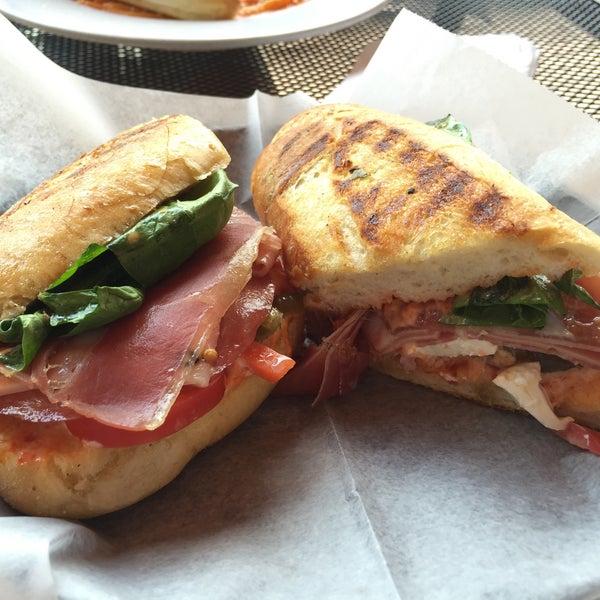 Foto diambil di Massa Cafe Italiano oleh Diana S. pada 8/18/2015
