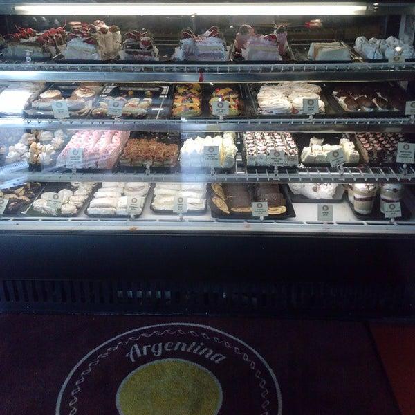 Foto scattata a Argentina Bakery da John U. il 3/17/2015