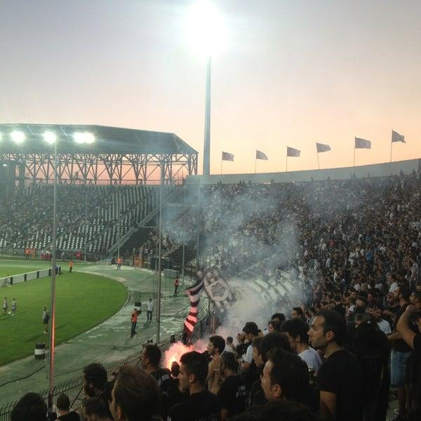รูปภาพถ่ายที่ Toumba Stadium โดย Anestis F. เมื่อ 7/23/2013