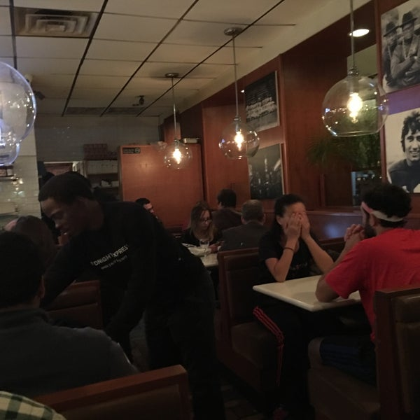 Photo taken at Midnight Express Diner by G33kyG1rl on 11/15/2017
