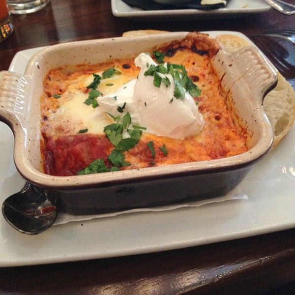 รูปภาพถ่ายที่ The Misfit Restaurant + Bar โดย Cristian C. เมื่อ 2/24/2013