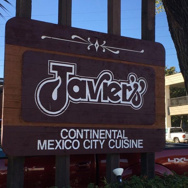 Foto tirada no(a) Javier's Gourmet Mexicano por Timothy M. em 9/28/2016