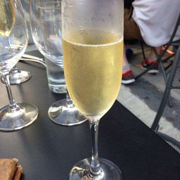 9/21/2013にPamela P.がThe Tangled Vine Wine Bar & Kitchenで撮った写真