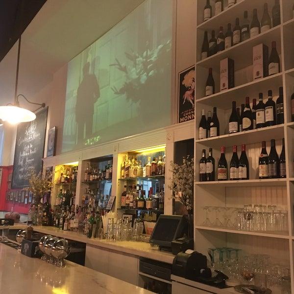 Снимок сделан в Le Midi Bar & Restaurant пользователем Swapnil T. 9/25/2018