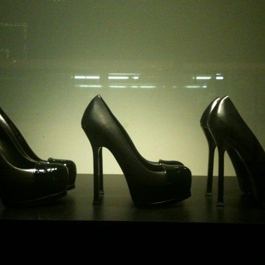 12/4/2012にJuliana C.がSaint Laurentで撮った写真