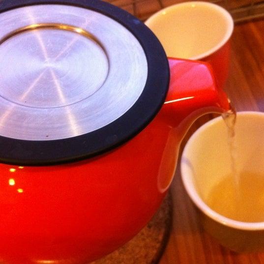 Foto tirada no(a) specialTEA Lounge & Cafe por Michelle Rose Domb em 11/29/2012