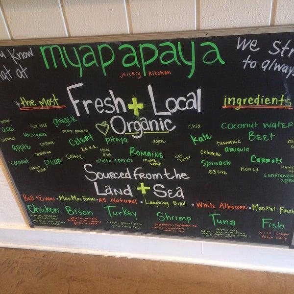 3/9/2016にMichelle Rose DombがMyapapaya juicery + kitchenで撮った写真