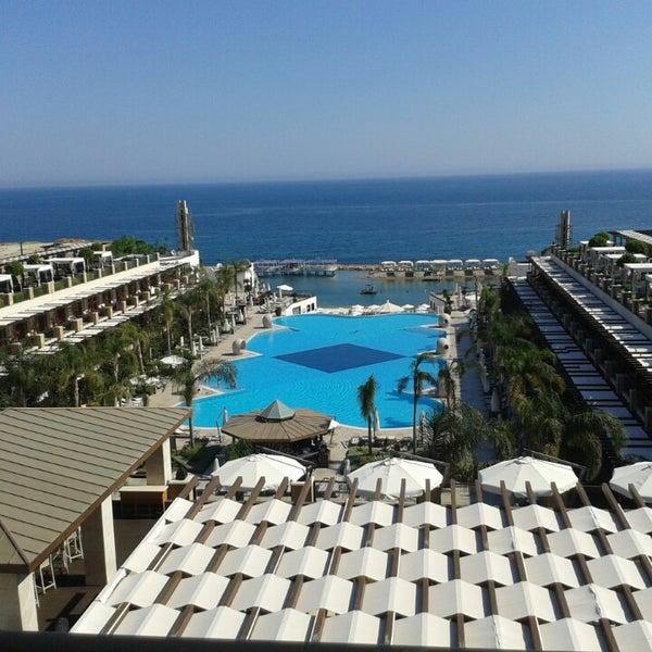 รูปภาพถ่ายที่ Cratos Premium Hotel & Casino โดย Oktay D. เมื่อ 6/17/2013