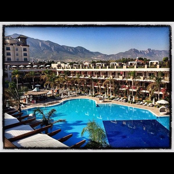 รูปภาพถ่ายที่ Cratos Premium Hotel & Casino โดย Beyin E. เมื่อ 10/13/2012