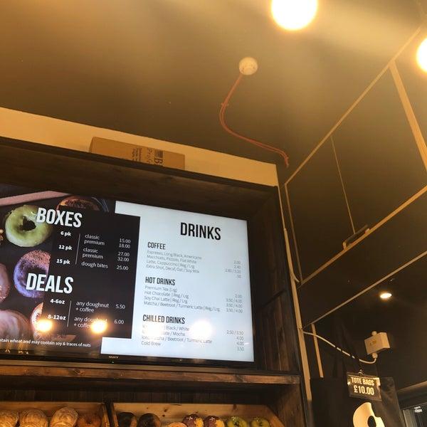 Foto diambil di Crosstown Doughnuts & Coffee oleh TUT pada 8/15/2019