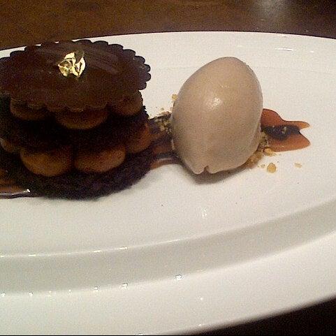 Снимок сделан в SOUTHGATE Bar & Restaurant пользователем John S. 11/2/2012