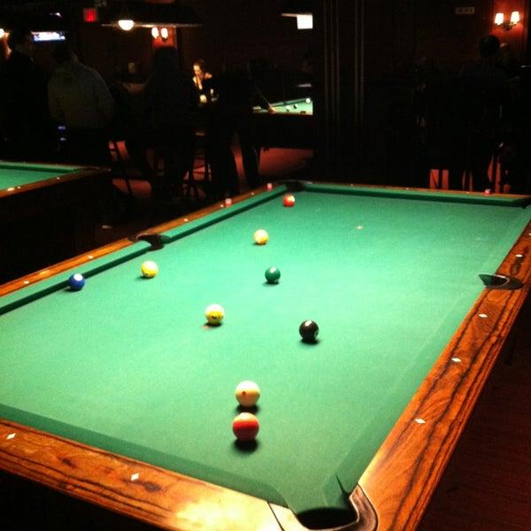 Foto tomada en Society Billiards + Bar por Carlos B. el 3/10/2013
