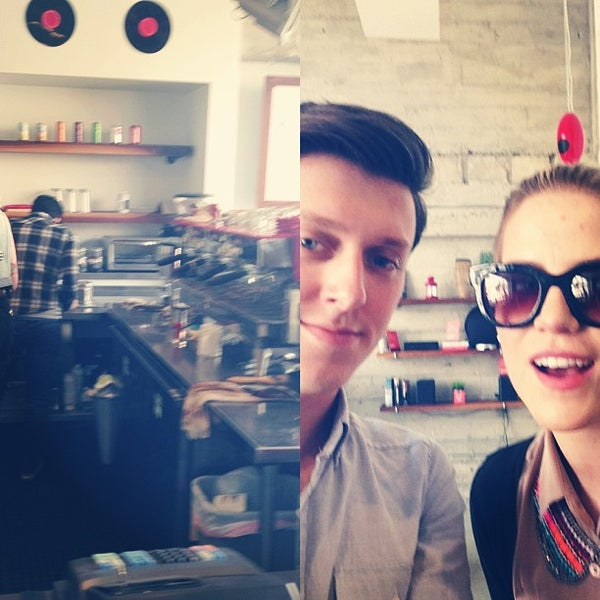 Das Foto wurde bei Elite Audio Coffee Bar von Aaron D. am 3/13/2013 aufgenommen
