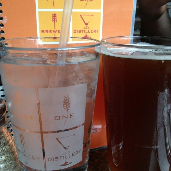 Das Foto wurde bei Square One Brewery & Distillery von Clarissa A. am 3/16/2013 aufgenommen