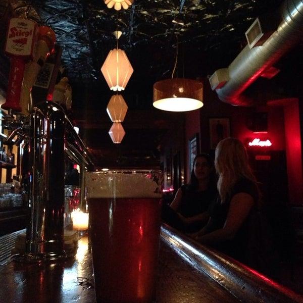 Foto diambil di Easy Bar oleh Jim O. pada 5/17/2014