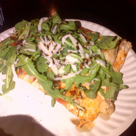 Foto tomada en Nonna's L.E.S. Pizzeria por Hector M. el 6/10/2013