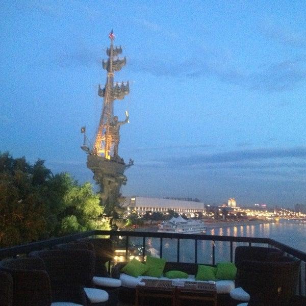Foto tirada no(a) Ресторан & Lounge «Река» por Helen L. em 6/7/2013