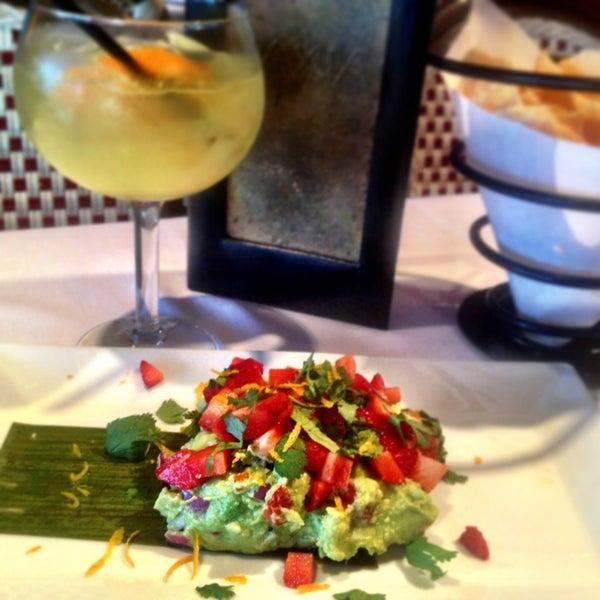 รูปภาพถ่ายที่ Paxia Alta Cocina Mexicana โดย Aubrey W. เมื่อ 3/7/2013
