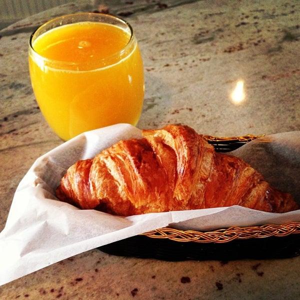 รูปภาพถ่ายที่ Croissanteria โดย Corinne W. เมื่อ 4/14/2013