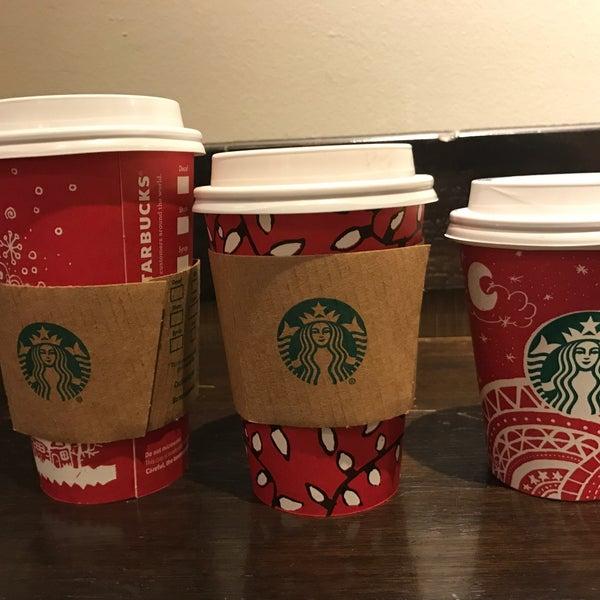 Foto scattata a Starbucks da Apoorva J. il 12/26/2016