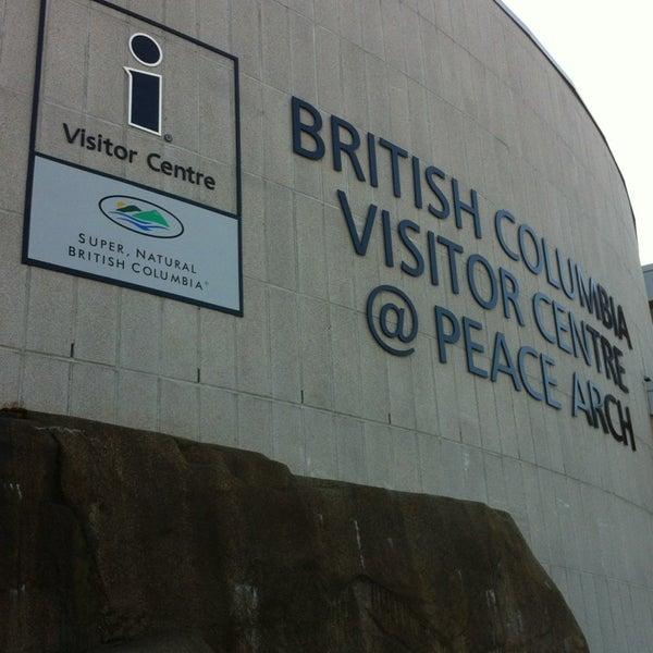 Foto scattata a British Columbia Visitor Centre @ Peace Arch da Margaret D. il 3/25/2013