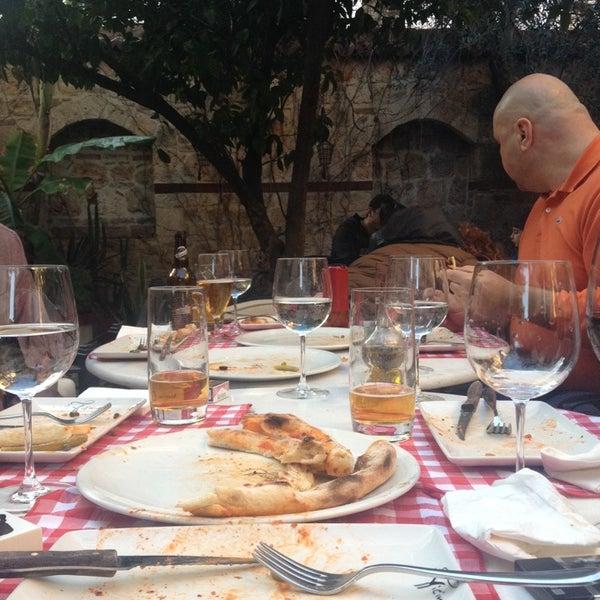 Das Foto wurde bei Il Vicino Pizzeria von Cemal D. am 2/16/2014 aufgenommen