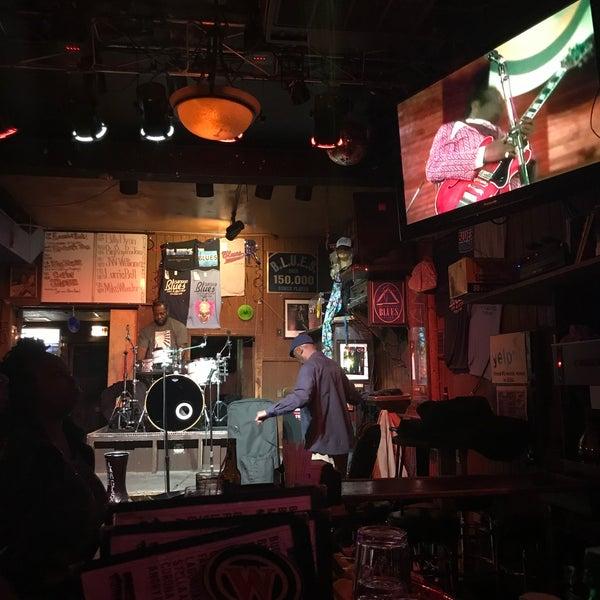10/23/2017 tarihinde Esra C.ziyaretçi tarafından B.L.U.E.S.'de çekilen fotoğraf