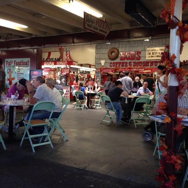Das Foto wurde bei The Original Farmers Market von Nicole D. am 10/18/2013 aufgenommen