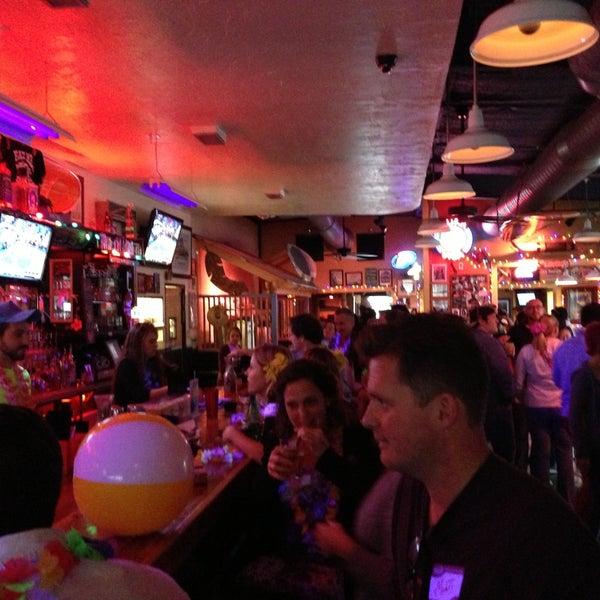 Foto diambil di Lucy's Retired Surfers Bar and Restaurant oleh Stefan L. pada 4/25/2013
