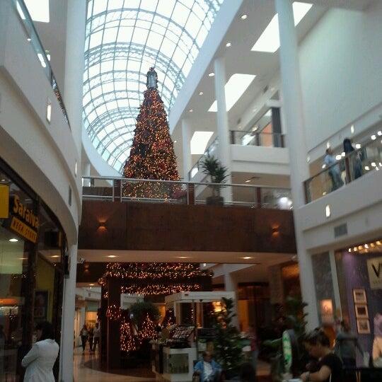 Foto tirada no(a) Shopping Crystal por Willian P. em 1/2/2013