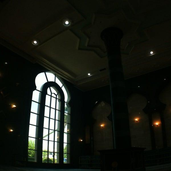 3/31/2013 tarihinde A-z K.ziyaretçi tarafından Masjid Al-Ameerah Al-Hajjah Maryam, Kg Jerudong'de çekilen fotoğraf