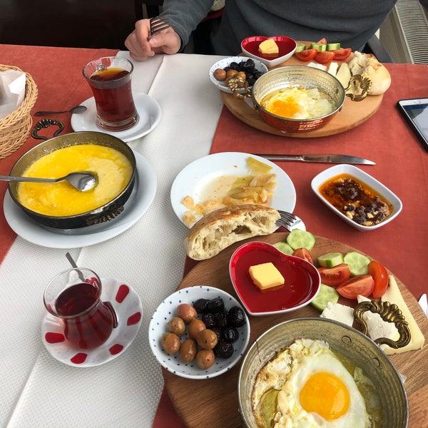 Снимок сделан в Tepe Restaurant пользователем Zehra A. 2/13/2020