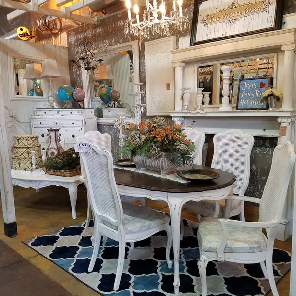 Home Accessories Stores: Trader Maes Home Decor And Artist Market