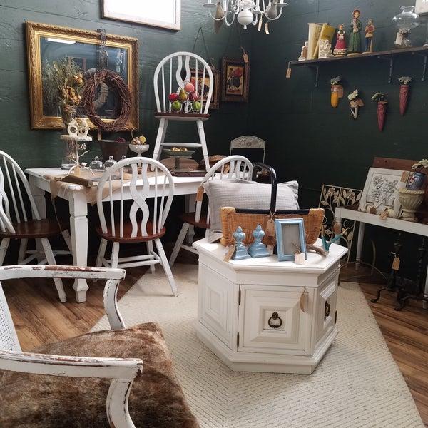 Home Decor Shops: Trader Maes Home Decor And Artist Market