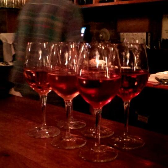 Foto scattata a Stonehome Wine Bar & Restaurant da Natalia R. il 7/29/2013