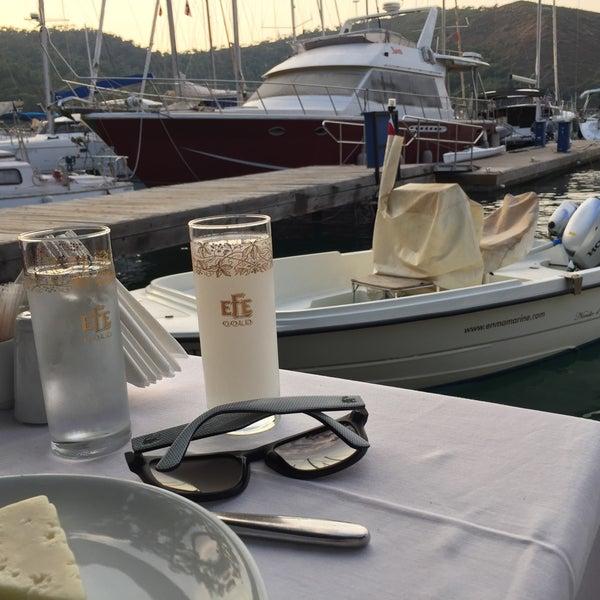 Foto tirada no(a) Fethiye Yengeç Restaurant por Adem Cem Ç. em 8/31/2016