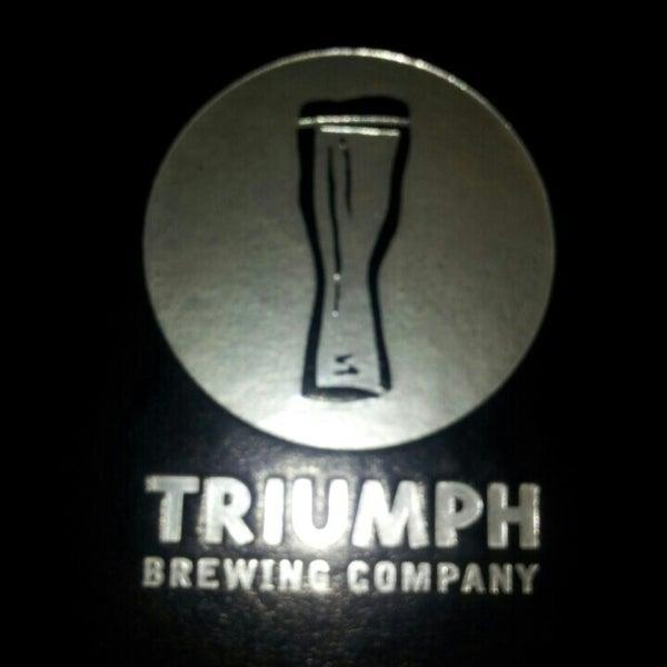 7/20/2013 tarihinde Christopher C.ziyaretçi tarafından Triumph Brewing Company'de çekilen fotoğraf