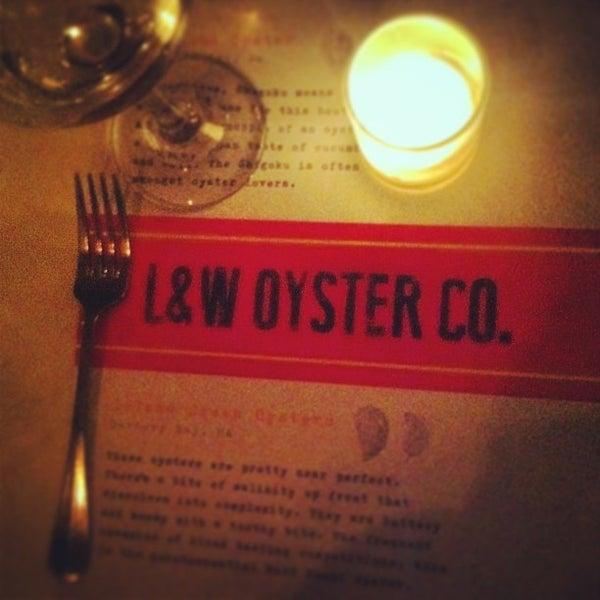 รูปภาพถ่ายที่ L&W Oyster Co. โดย Katie R. เมื่อ 6/15/2013