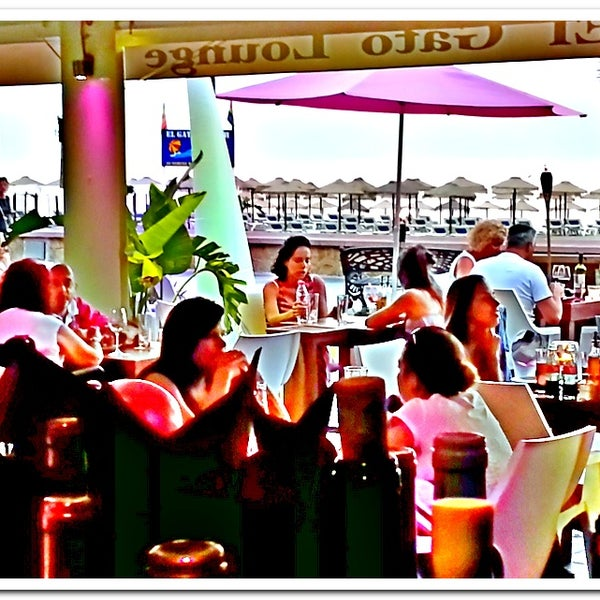 Foto diambil di El Gato Lounge oleh El Gato Lounge pada 8/29/2013