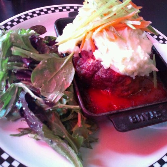 5/23/2012 tarihinde Eiji S.ziyaretçi tarafından SCHOOL Restaurant'de çekilen fotoğraf