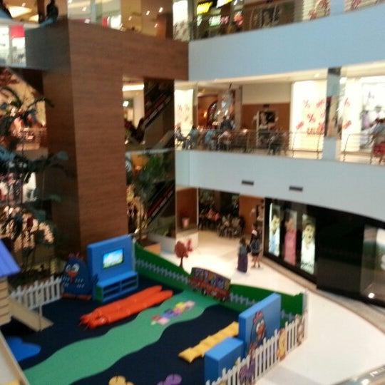 1/12/2013 tarihinde Vinícius D.ziyaretçi tarafından Goiânia Shopping'de çekilen fotoğraf
