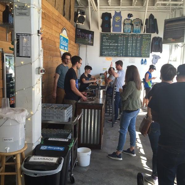 รูปภาพถ่ายที่ Peddler Brewing Company โดย Kayla เมื่อ 9/4/2016