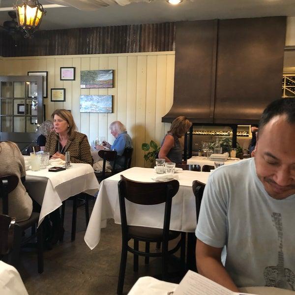 10/4/2019 tarihinde Ryan B.ziyaretçi tarafından Los Olivos Wine Merchant Cafe'de çekilen fotoğraf