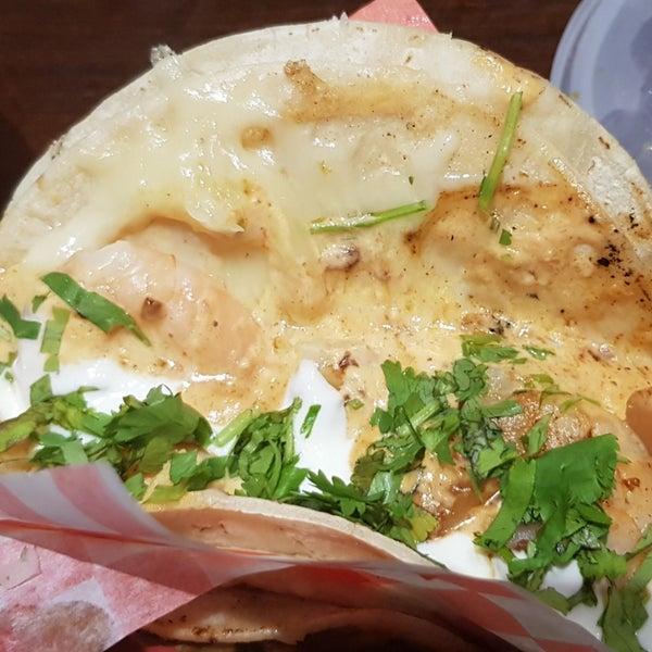 Снимок сделан в Seven Lives - Tacos y Mariscos пользователем Jen P. 10/2/2018