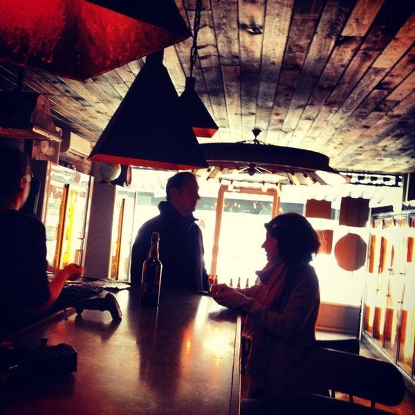Foto scattata a Alphabet City Beer Co. da Joanna L. il 2/17/2013